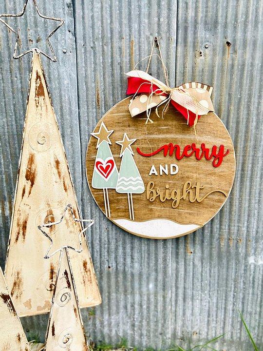 PRE-ORDER: Merry & Bright Door Hanger